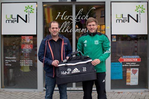 Ulmen Apotheke Nierstein spendet Sporttaschen