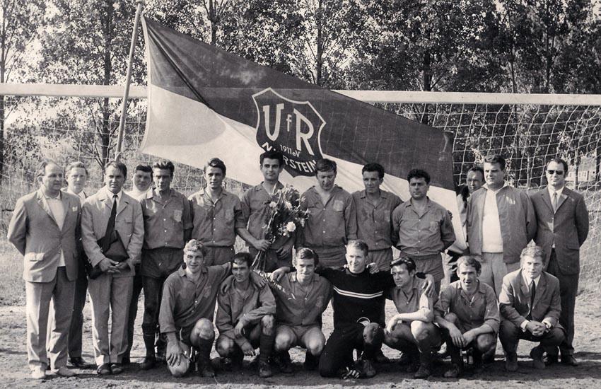 VfR Nierstein: Die 1. Mannschaft unter Trainer Richard Sehrt wird in der Saison 1968/69 Meister der A-Klasse und steigt in die 2. Amateurliga Rheinhessen auf.